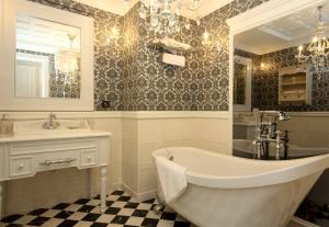 Jeffery-and-Wilkes-victorian-blog-bathroom