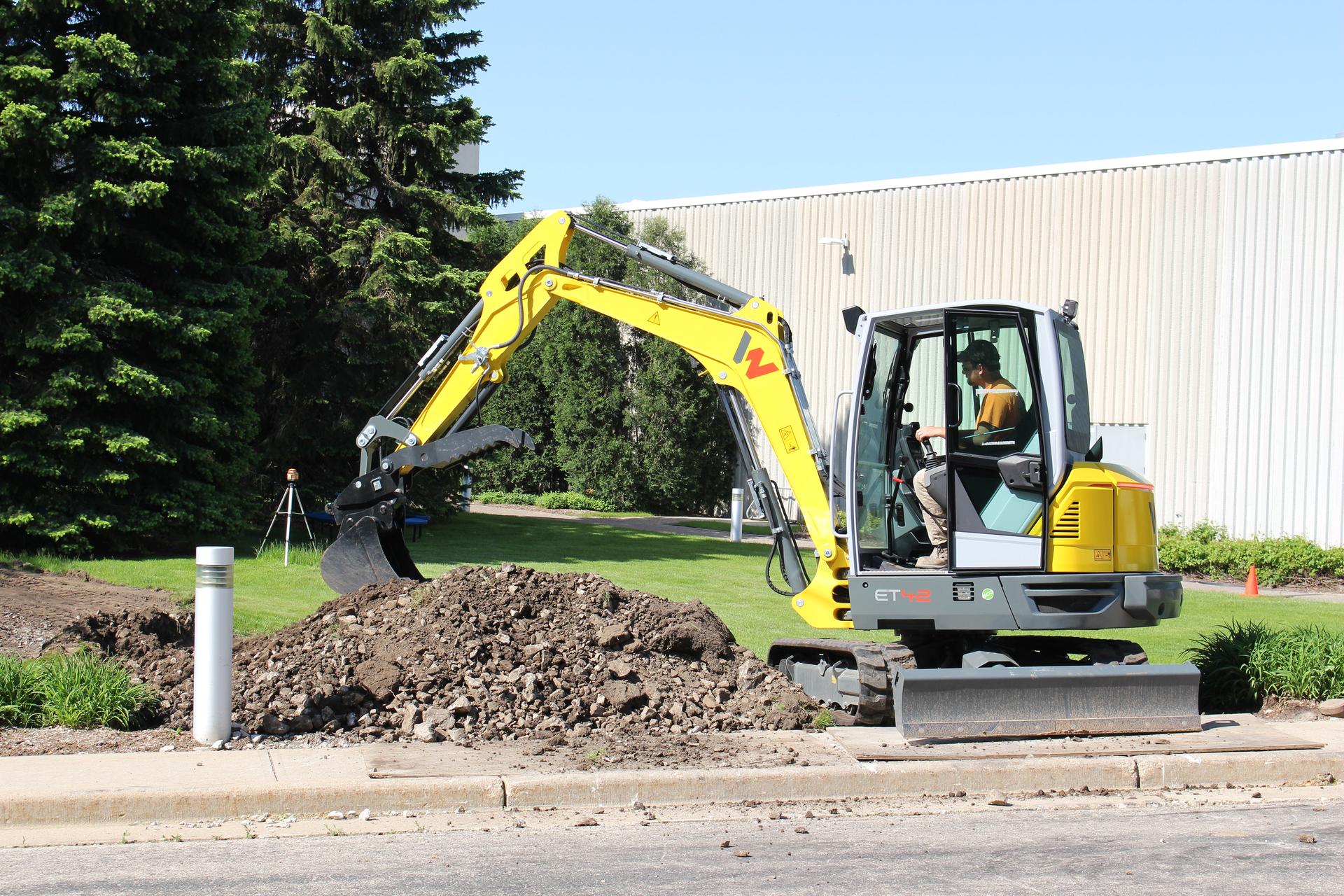 Wacker Neuson ET42 compact excavator digging